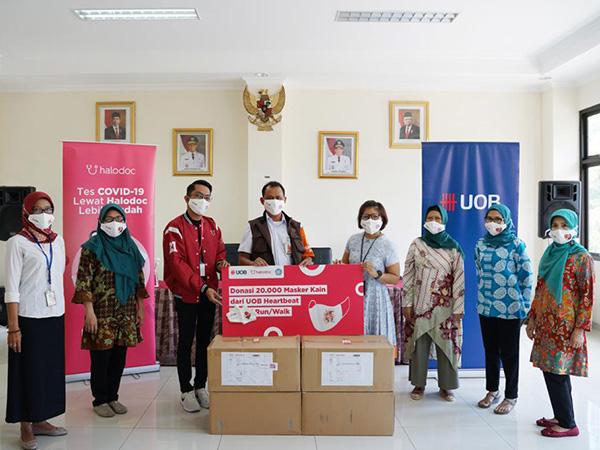 UOB Indonesia Bermitra dengan Halodoc Mendonasikan 20.000 Masker